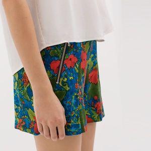 Zara - NWOT Floral shorts